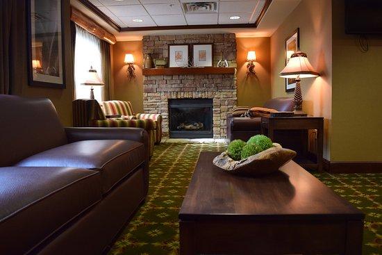 Holiday Inn Express Logan: Hotel Lobby