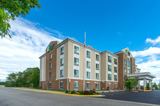 Photo of Holiday Inn Express Hotel & Suites Woodbridge