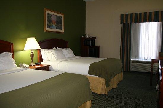 Grenada, MS: Two Queen Bedroom