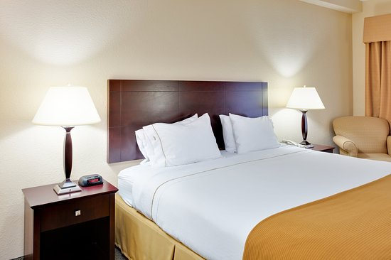 Athens, AL: King Bed Guest Room