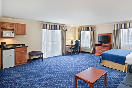 Holiday Inn Express Yakima: Suite, King Size Bed
