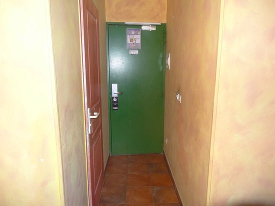 Hotel Little Palace: Entrada a habitación (vista desde el interior)