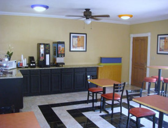 Knights Inn Arlington: Breakfast Area