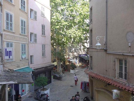 Hotel Little Palace: Vista hacia la calle trasera