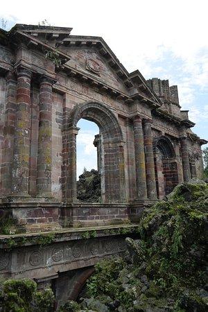 Paricutín Volcano: Fachada del templo