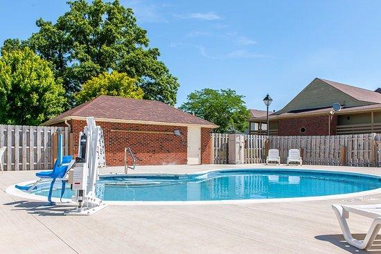 Findlay, OH: Pool