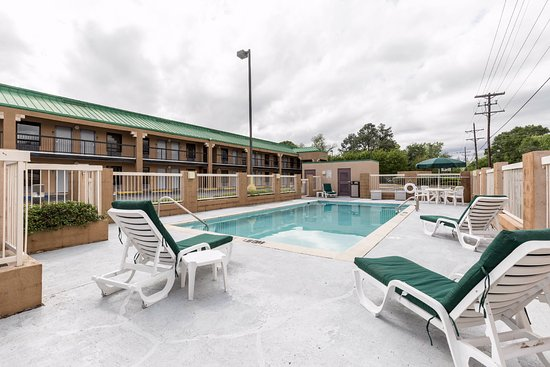 Quality Inn: Onsite Pool
