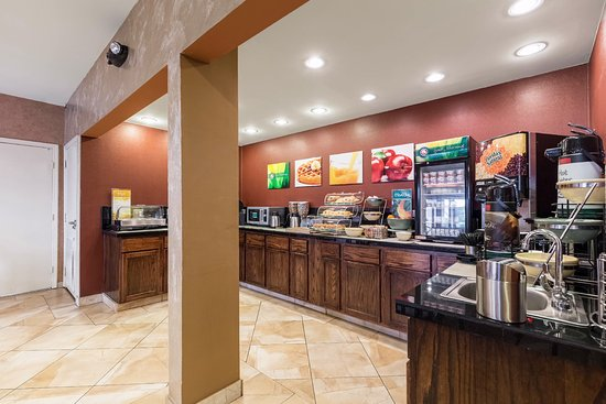 Quality Inn: Deluxe Breakfast Buffet