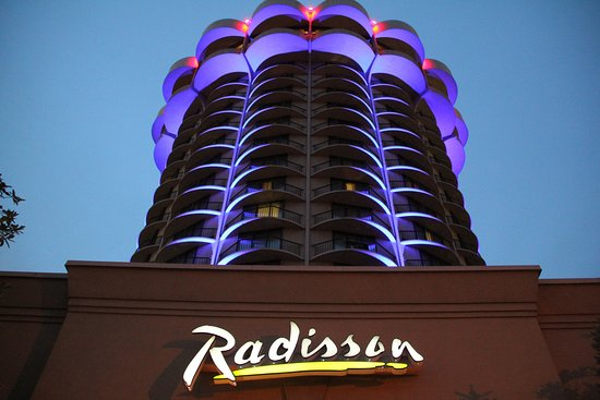 Covington, Kentucky: Radisson Cincinnati Riverfront Night View