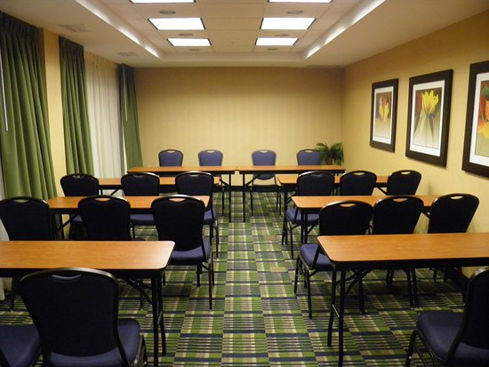 Holiday Inn Express and Suites Oceanfront: Meeting Room