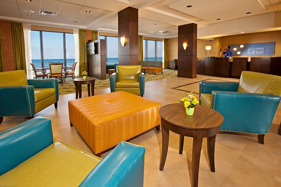 Holiday Inn Express and Suites Oceanfront: Lobby