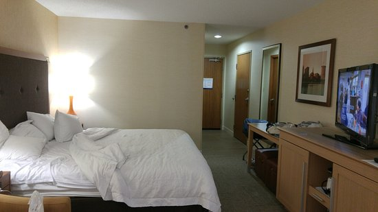 Independence, OH: Standard Bedroom