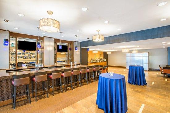 Newton, MA: Restaurant
