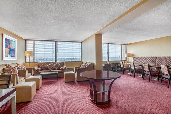 Newton, MA: Executive Lounge
