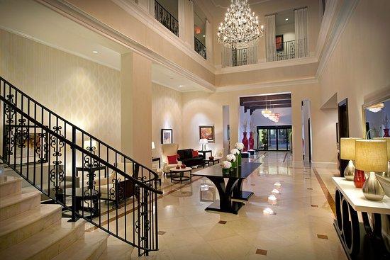 Inn on Fifth: Inviting Lobby