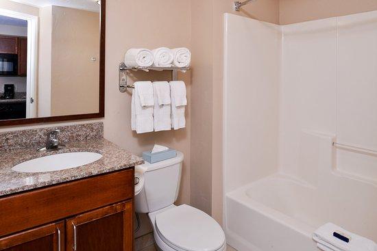 Meridian, ID: Guest Bathroom