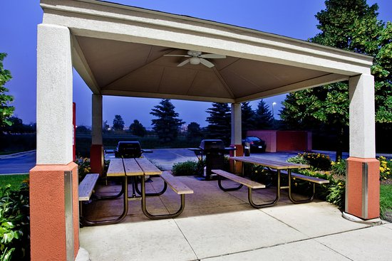 Libertyville, IL: Guest Patio