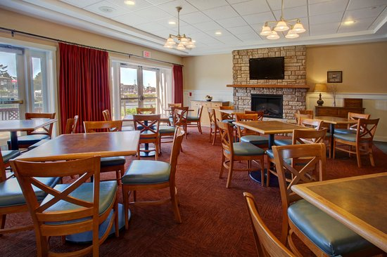 Rivertide Suites: Great Room - Breakfast