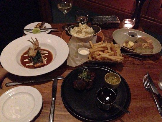 Matilda Bay Restaurant: Steak, Salmon, chips and cauliflower gratin FEAST...YUM.