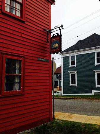 Lennox Inn 1791: Inn view from street.