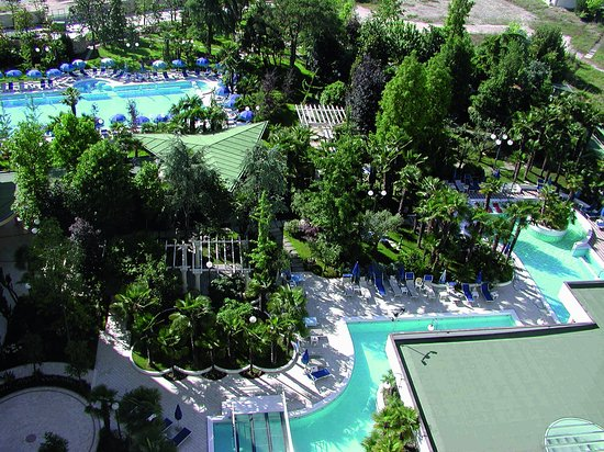 Grand Hotel Trieste & Victoria: Park and Swimming Pools