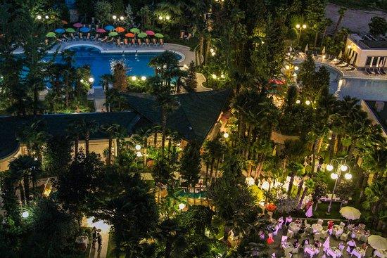อาบาโน แตร์เม, อิตาลี: Park Night View at Grand Hotel Terme Trieste