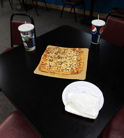 Sublette, KS: Thin Crust pizza