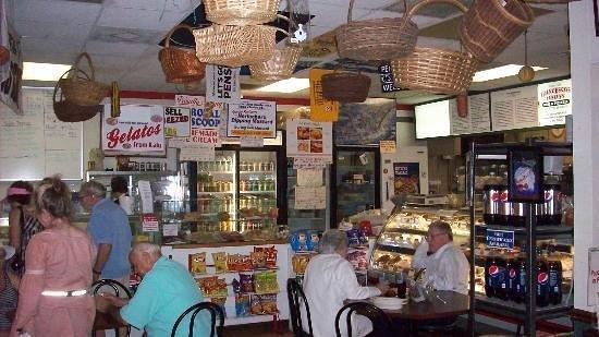 Francesco's Italian Deli & Pizzeria: Guests in Dining Room