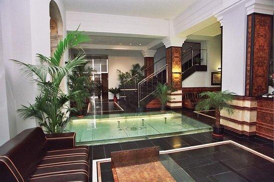 Hotel Monopol: Bar and lobby
