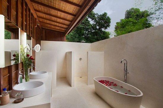 Puri Tupai : bathroom in open air