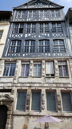 Rue Eau-de-Robec