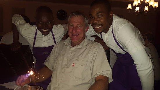 Pietermaritzburg, Sydafrika: Mvelo our super friendly and efficient waiter on the right.