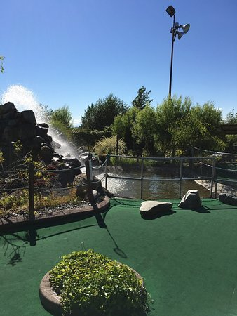 Surrey, Kanada: Hi-Knoll Driving Range & Mini-Golf