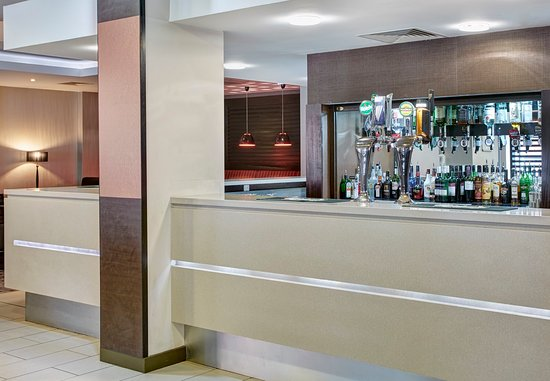 Holiday Inn Express Belfast City Queens Quarter: Bar at Holiday Inn Express Belfast