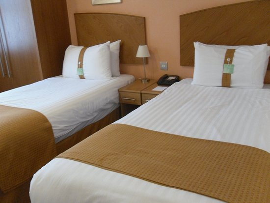Salford, UK: Share one of our comfortable twin rooms