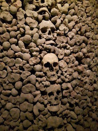 Брно, Чехия: Skulls stacked
