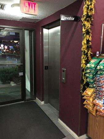 Kenner, LA: Elevator