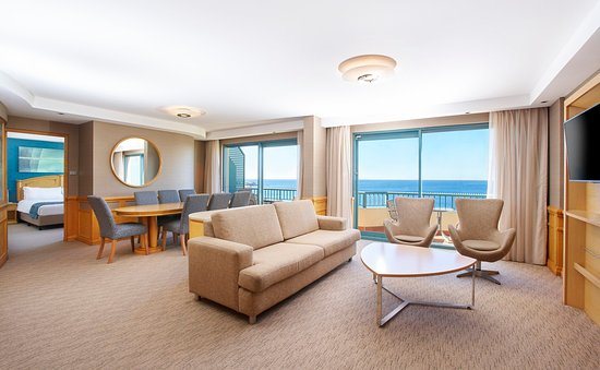 Coogee, Australie : Presidential Suite, offering a separate lounge and stunning views.
