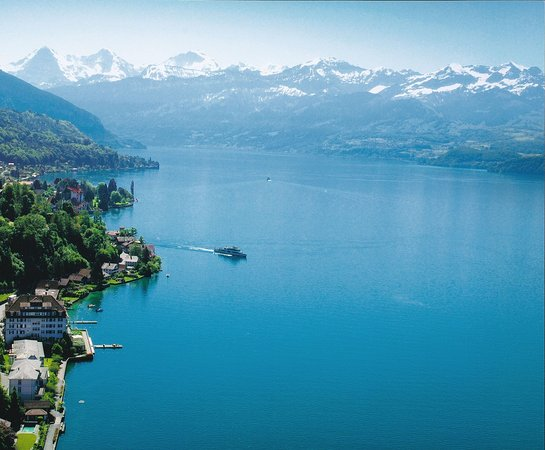 Hilterfingen, Suiza: Situated on the shore of Lake Thun