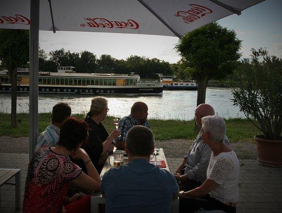 Breisach am Rhein, ألمانيا: Genießen direkt am Rhein