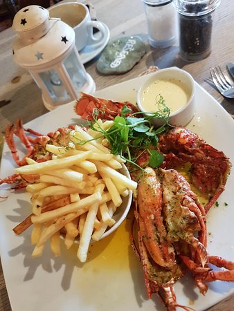 Crafthole, UK: Fresh local caught lobster and fries with garlic butter