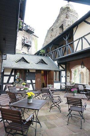 Castle Hotel Auf Schoenburg: 中庭