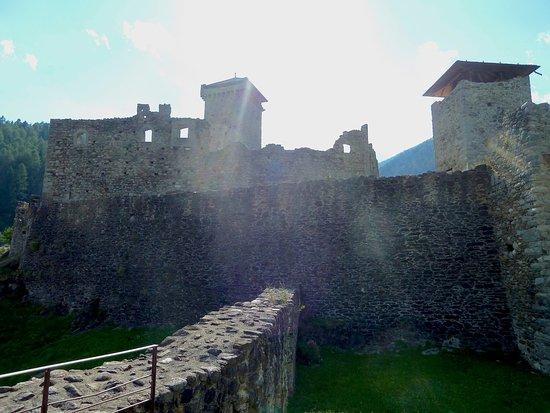 Ossana, Italien: Colpo di sole sul Castello....