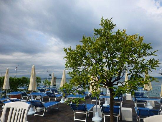 Eden Hotel: lovely decking areas