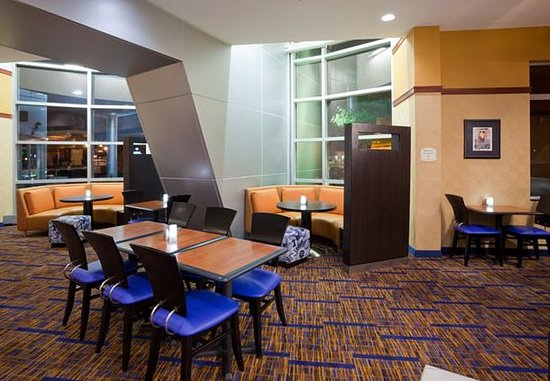 Maple Grove, MN: The Bistro Seating Area