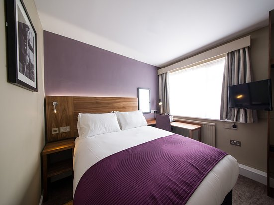 Innkeepers Lodge Portsmouth Cosham Bedroom Picture Of Innkeepers - Bedroom furniture portsmouth