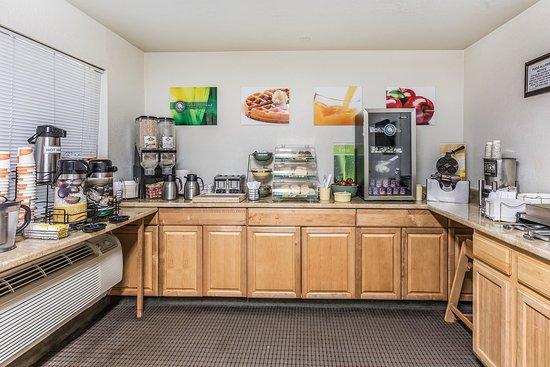 Monterey Beach Dunes Inn: Breakfast