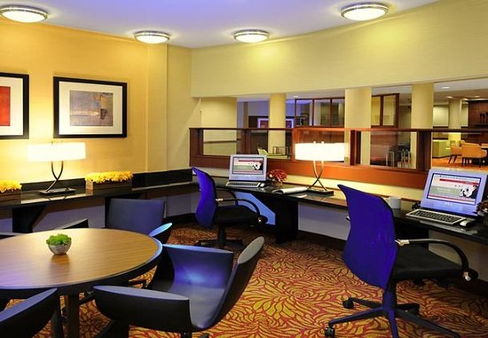 Pearland, TX: Business Center