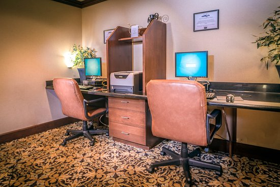 Maumee, OH: Business Center
