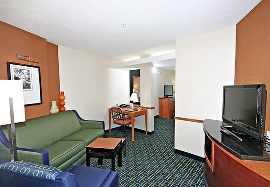 Wytheville, VA: Suite Sitting Area